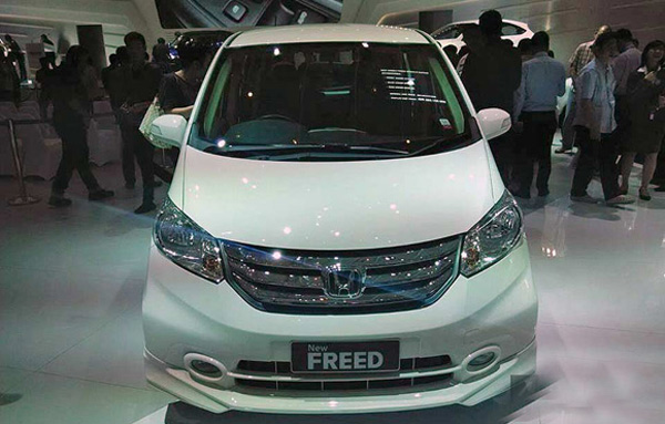 Harga Honda Freed Facelift